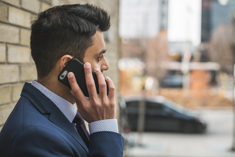 adult-businessman-call-374008